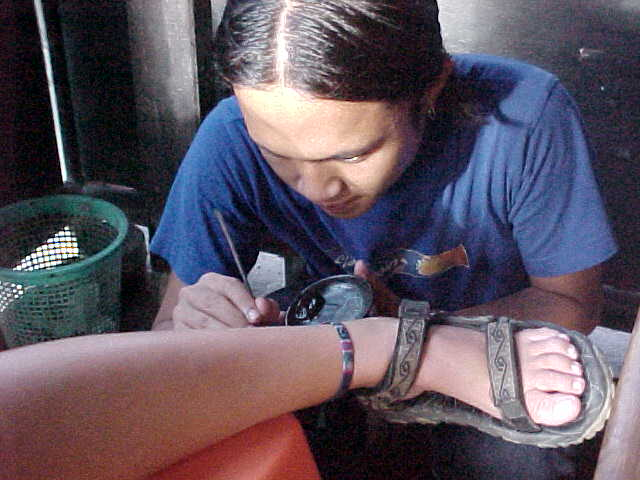 SGK getting henna tattoo