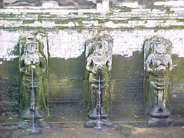Pissing statuary