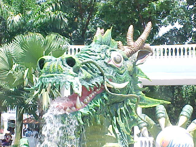 The drooling dragon (Singapore, The Travel Addicts)