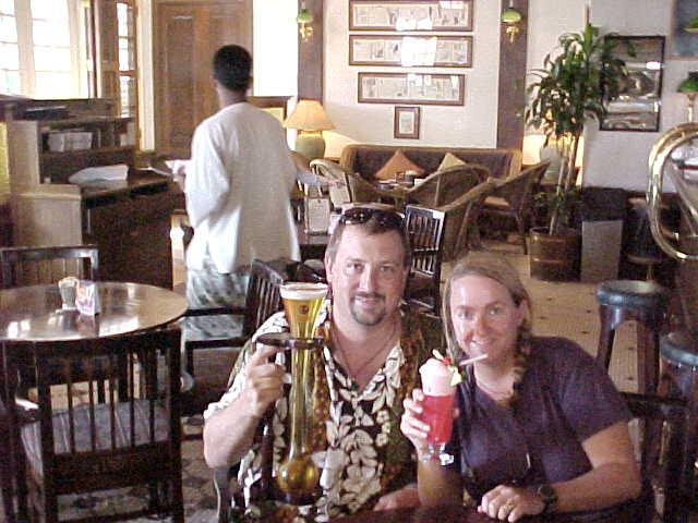 "MVC-846S. Michael Alessio ""MRA"", and SaraGrace Keenan. , Raffles Hotel, Singapur, Singapore, Singapore (The Travel Addicts, Singapore)"