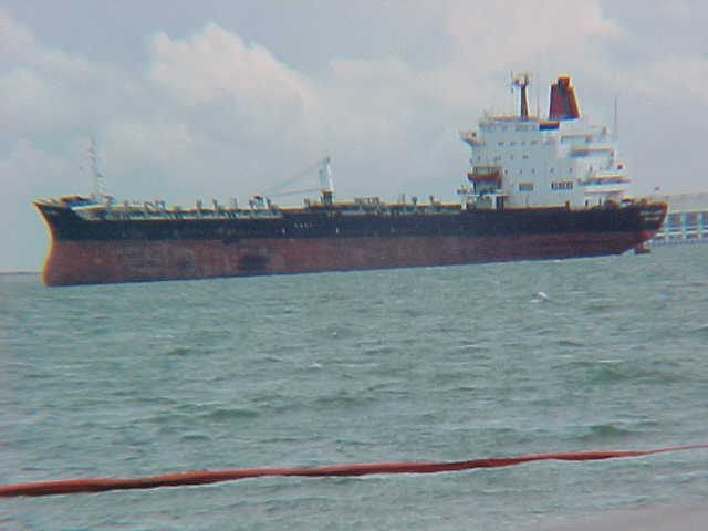 MVC-840S-Freighter from Sentosa Beach. Sentosa Beach, Singapur, Singapore, Singapore (The Travel Addicts, Singapore)