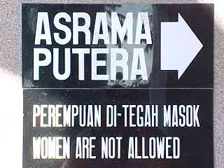 Strict muslim rules : Sign says: \ Asrama putera \ Perempuan di-tegah masok \ Women are not allowed (Brunei, The Travel Addicts)