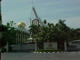 The sultans palace :  (Brunei, The Travel Addicts)