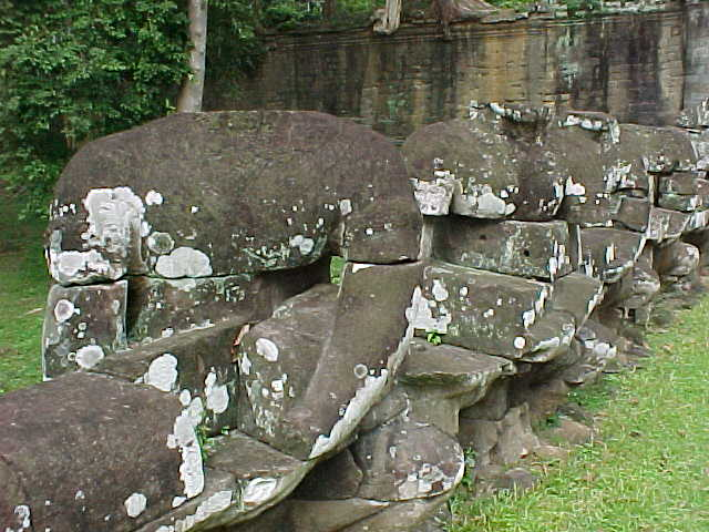 Victory gate warriors : They are churning the sea of milk from the Hindu creation mythology (Cambodia, The Travel Addicts)