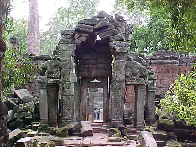 Entrance to Ta Phrom (Cambodia, The Travel Addicts)