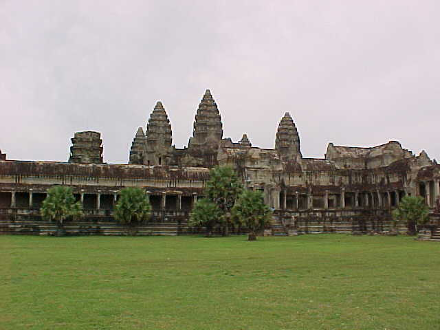 The 5 towers of Angkor Wat :  (Cambodia, The Travel Addicts)