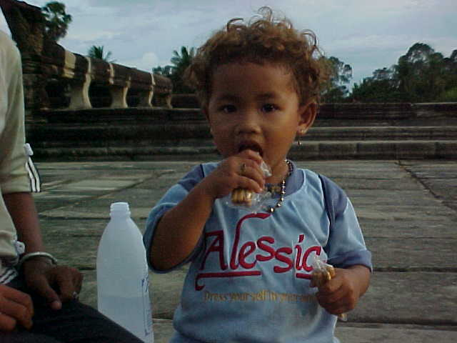 Alessio Child : No!  This is not my kid!  It's simply a Khmer child wearing an Alessio T-Shirt (Cambodia, The Travel Addicts)