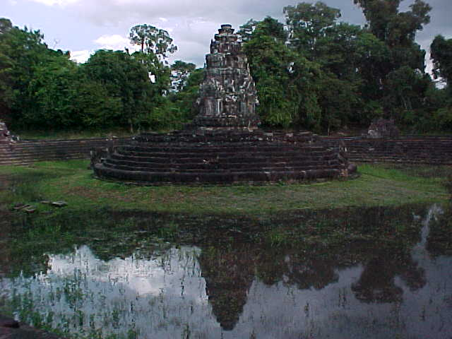 Pool of soothsayers (Cambodia, The Travel Addicts)