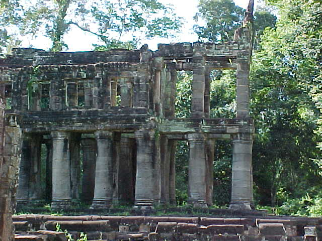 Hall of the sword : From the side (Cambodia, The Travel Addicts)