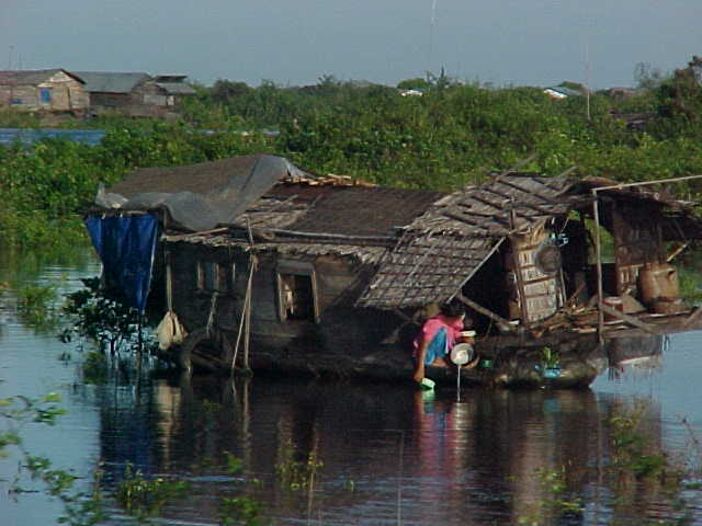 Floating house (Cambodia, The Travel Addicts)