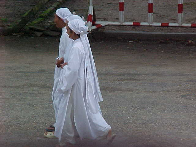 Co dai nuns :  (Vietnam, The Travel Addicts)