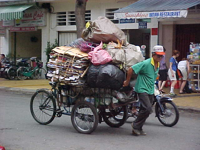 Garbage man (Vietnam, The Travel Addicts)