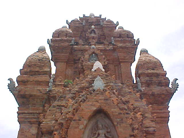 Classic Hindu architecture :  (Vietnam, The Travel Addicts)