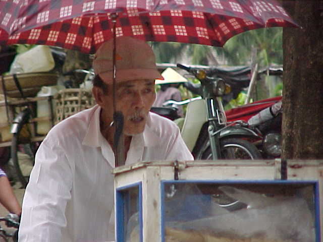Noodle cart :  (Vietnam, The Travel Addicts)