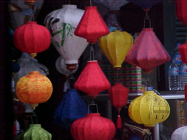 Chinese lanterns : The lantern festival is held once a month when no electricity is allowed in Hoi An (Vietnam, The Travel Addicts)