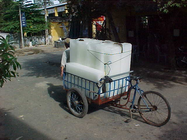 Ice delivery :  (Vietnam, The Travel Addicts)