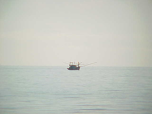 Fishing boat :  (Thailand, The Travel Addicts)