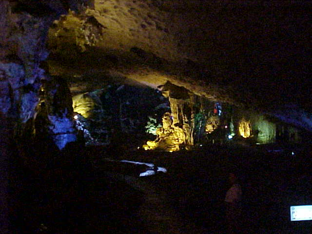 Hang Sung Sot cavern :  (Vietnam, The Travel Addicts)