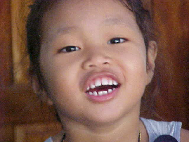 Smiles : The daughter of the owner of the 1/2Baht a minute internet cafe on Koh Tao \  (The Travel Addicts, Thailand)