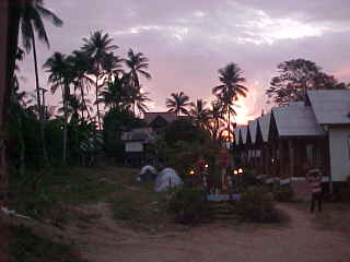 Sunset on the night of the full moon : Note the tents as all rooms are full! (The Travel Addicts, Thailand)