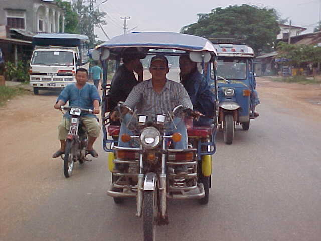Samolar : Laotian Tuk-Tuk (Auto Rickshaw) (Laos, The Travel Addicts)