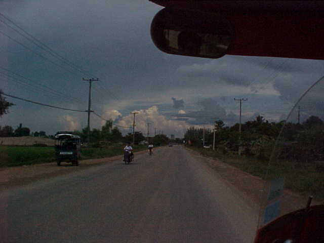 It's gonna rain! (Laos, The Travel Addicts)