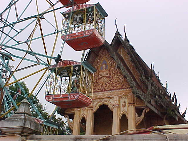 Fun fair in Nong Khai (Laos, The Travel Addicts)