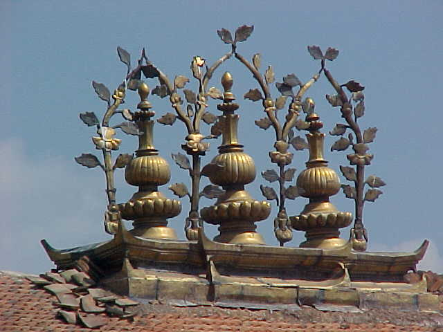 Temple rooftop (Nepal, The Travel Addicts)