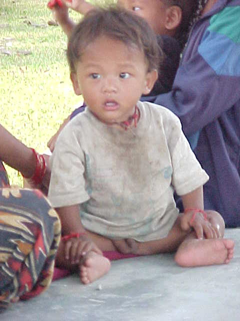 Little boy was scared of me (Nepal, The Travel Addicts)