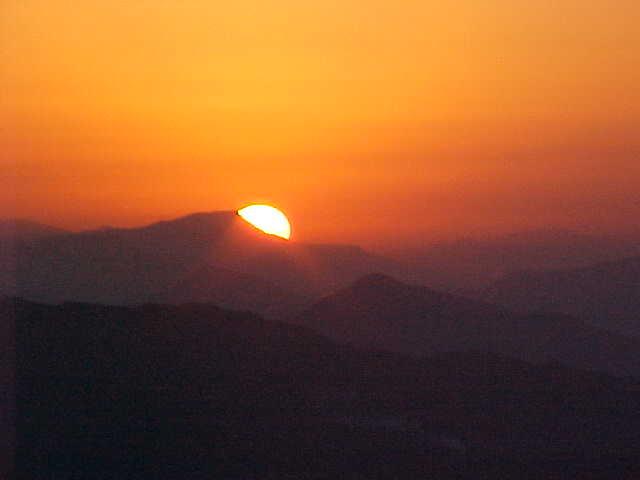 Sunrise (Nepal, The Travel Addicts)