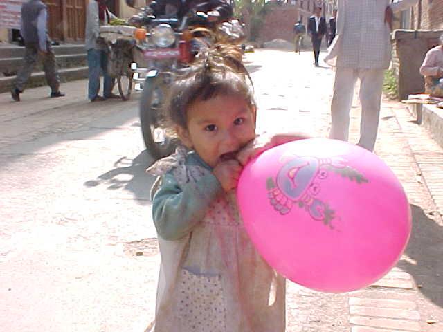Baloon recipient (Nepal, The Travel Addicts)
