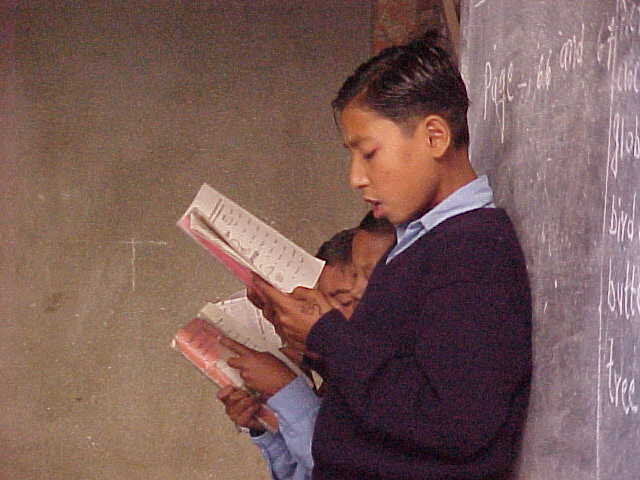 Reading their lessons (Nepal, The Travel Addicts)
