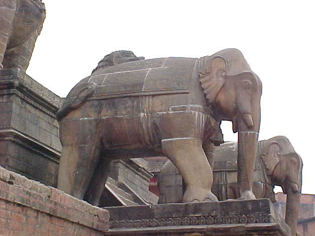 Elephant on Nyatopala temple (Nepal, The Travel Addicts)